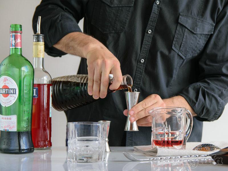 Como Preparar Cocteles en Casa · Guia Básica