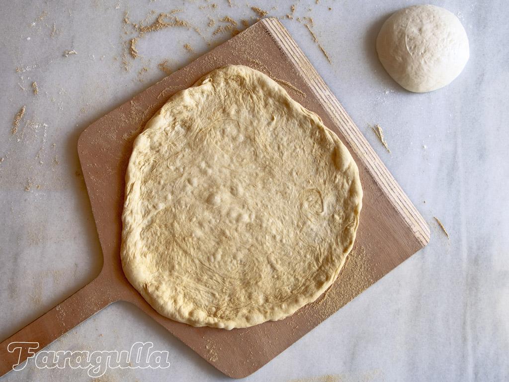 Consejos para hacer pizza en casa: usa una pala para pizza