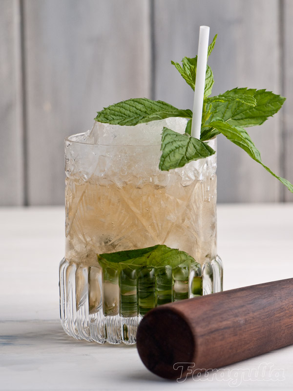Mint julep cocktail de bourbon y menta