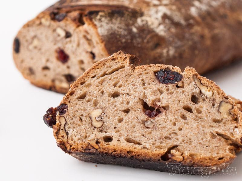 Pan de centeno, nueces y arándanos